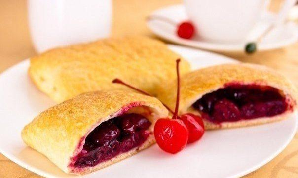 Пирожки слоеные с вишней (Рецепт)