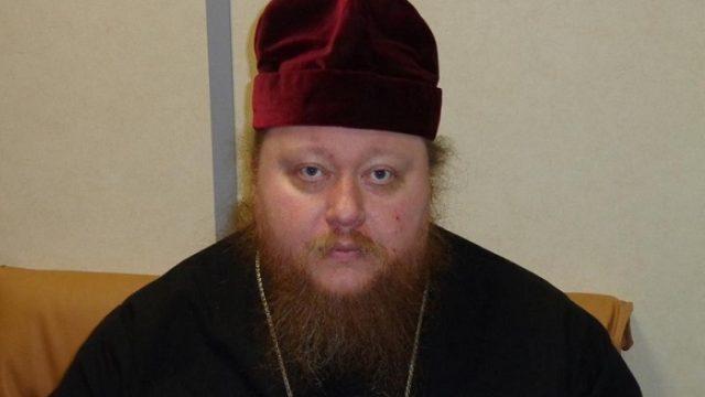 Избивший бизнесмена священник попал в полицию