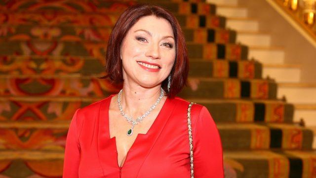 Золотые унитазы и спа-салон: Роза Сябитова показала загородный особняк