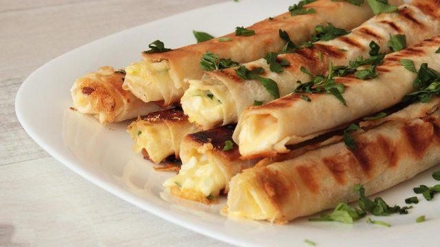 Закуска из лаваша с сыром, для пикника