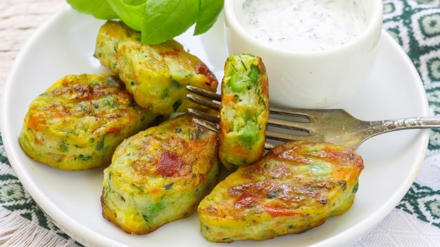 Котлеты из брокколи и картофеля