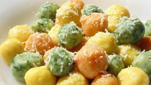 Разноцветные картофельные шарики c cыром