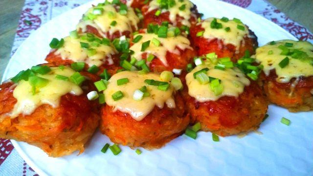 Котлеты без мяса с кетчупом и сыром