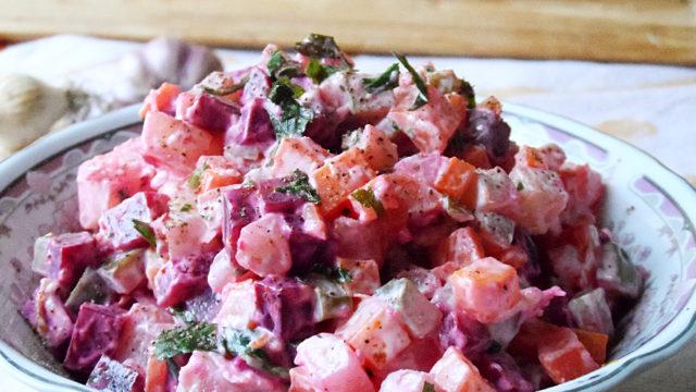 Красный мясной салат