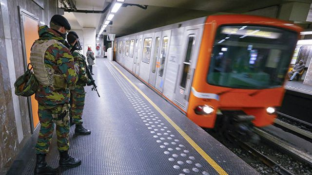 В Сети появились кадры с места взрыва у станции метро в Брюсселе
