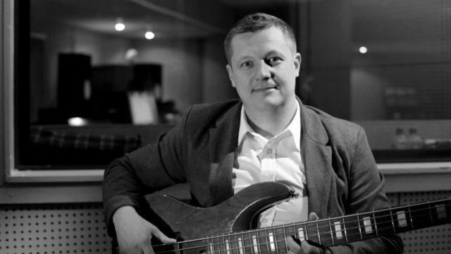 Бас-гитарист группы Павел Усанов «Любэ» скончался в больнице.
