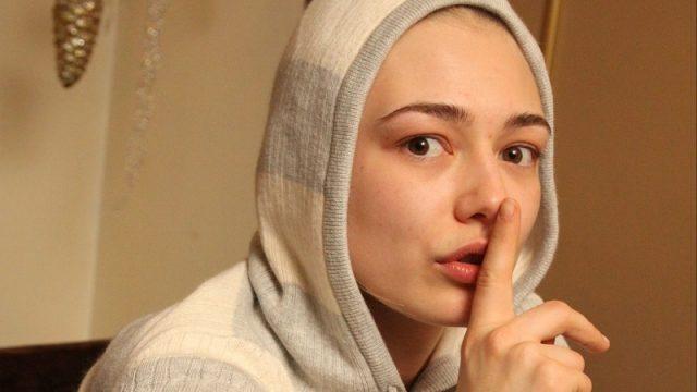 Сергей Шнуров купил 15-летней Оксане Акиньшиной аттестат об окончании школы