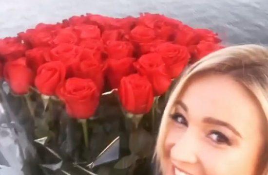 Абсолютно голая Ольга Бузова похвалилась розами-гигантами от Тарасова