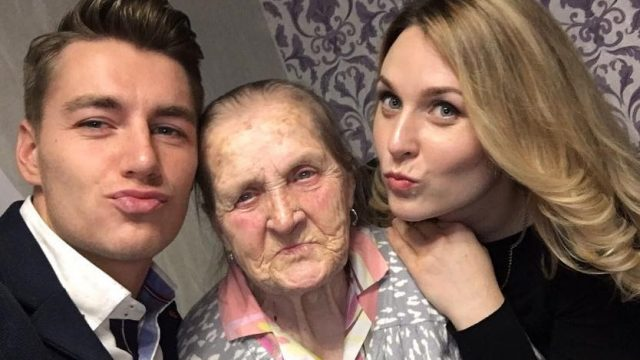 Алексей Воробьев показал селфи с бабушкой