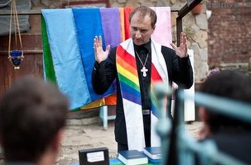 """Основатель """"церкви"""" для геев-""""христиан"""" живет в Голландии"""