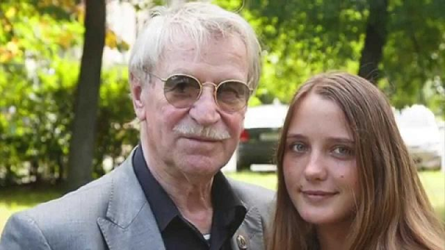 Наталья Краско оставила мужа в Москве и улетела в Афины