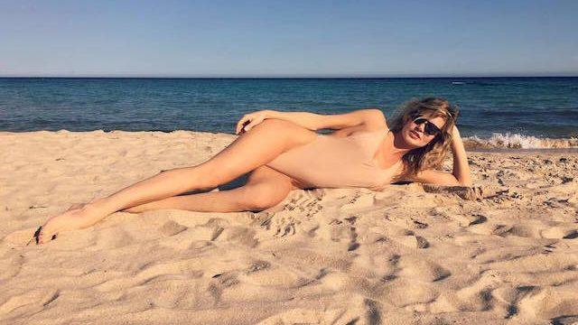 Море зовет: instagram-фотографии звезд в купальниках