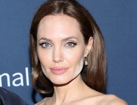 Разведенная Анджелина Джоли беседует с умершей матерью