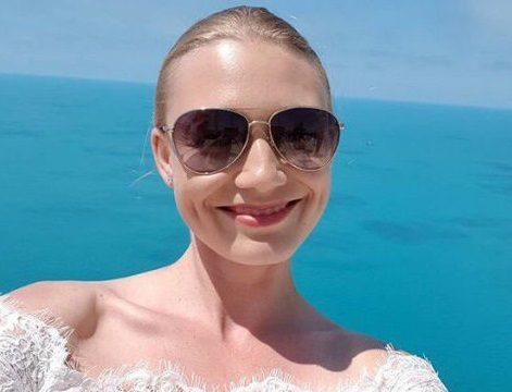 Оксана Акиньшина заинтриговала свадебными снимками