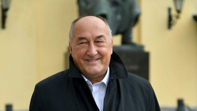 Руководство театра оплатило лечение больного раком Бориса Клюева